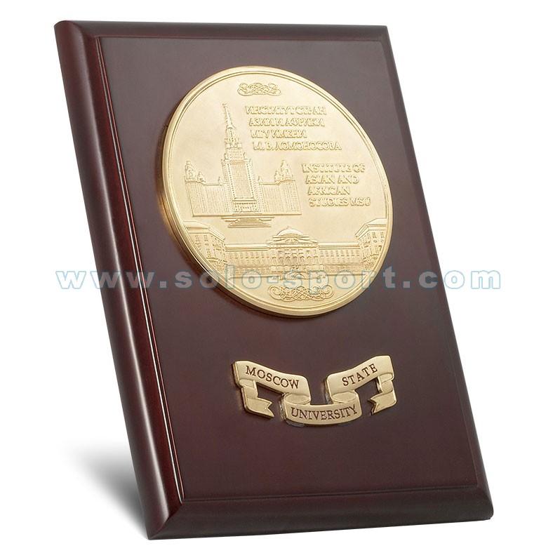 Медаль и шильд на плакетке ИСАА МГУ